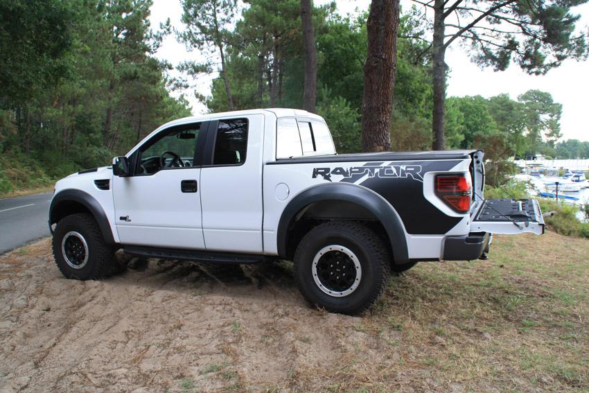Pcik up Ford F150 Raptor blanc