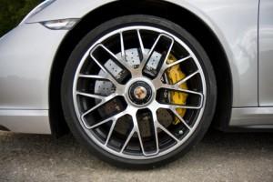 Freins en carbone céramique, et jante de la Porsche 991 Turbo S 2014