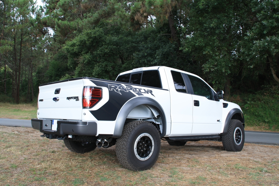 Pick up Ford F150 Raptor blanc