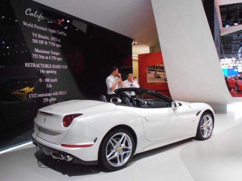 La California, la Ferrari connectée, au Mondial de Paris
