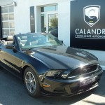 Ford Mustang noire cabriolet