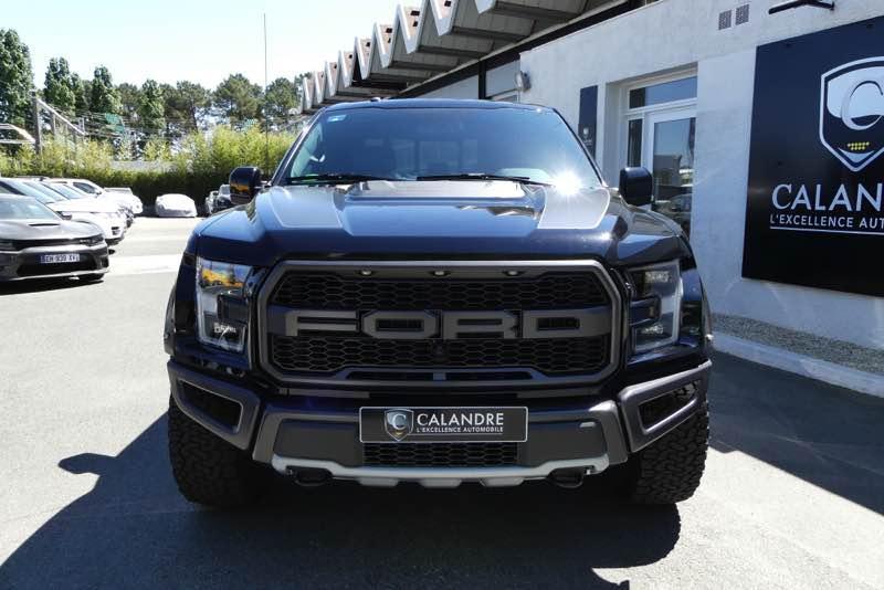 Le Ford F150 s'impose grâce à ses impressionnantes capacités.